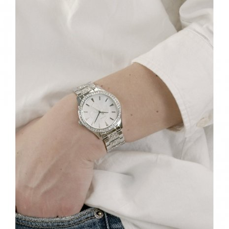 Silver ladies watch with logo on dial and bracelet Herbst / Winter Kollektion Guess