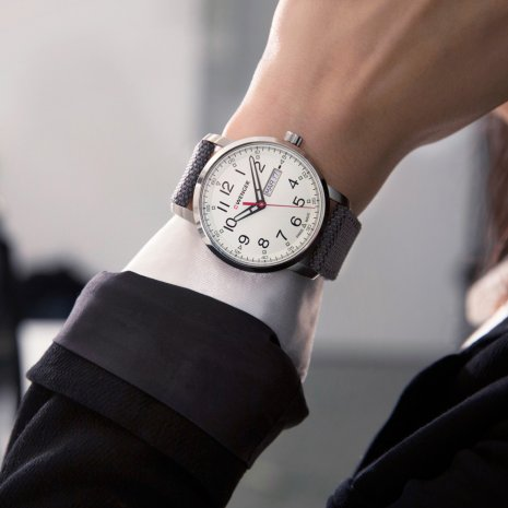 Swiss Gents Watch with Day-Date Frühjahr / Sommer Kollektion Wenger
